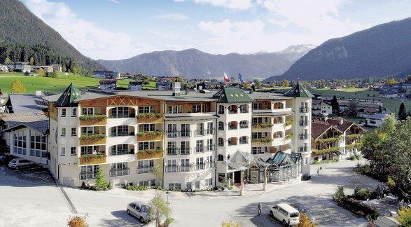 Hotel Vier Jahreszeiten, Österreich, Tirol, Maurach, Bild 1