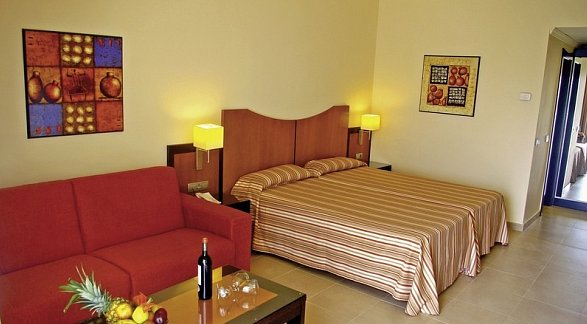 Hotel Lanzarote Village, Spanien, Lanzarote, Playa de los Pocillos, Bild 1