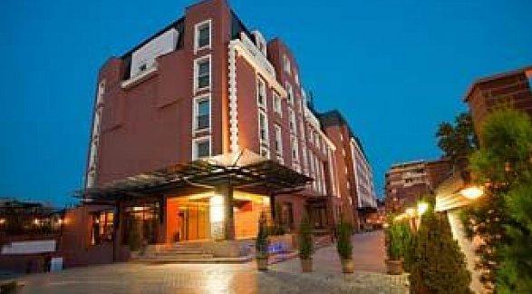 Ramada Hotel & Suites Bucharest North, Rumänien, Bukarest, Bild 1